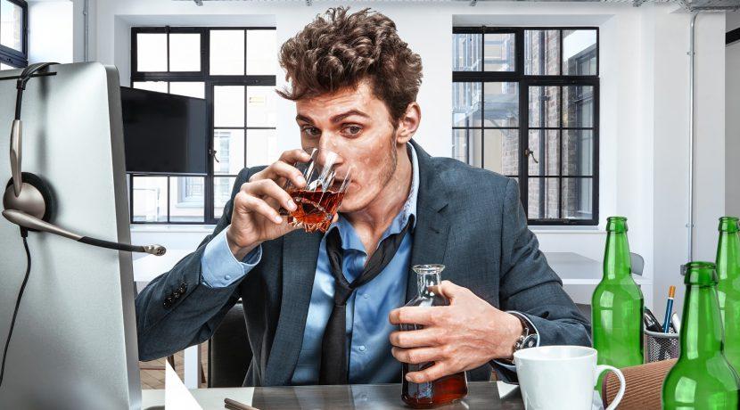 Von wegen bei Hitze viel trinken! Mann schwitzt nach 5 Bier und 8 Schnäpsen immer noch
